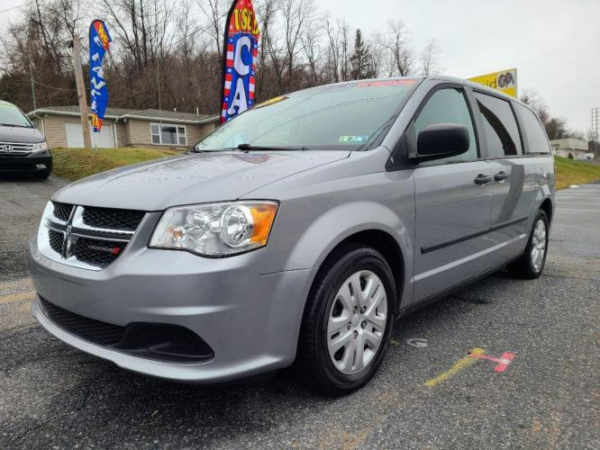 2015 SILVER DODGE GRAND CARAVAN SE (2C4RDGBG9FR) with an 3.6L engine, Automatic transmission, located at 7981 Paxton Street, Harrisburg, PA, 17111, (717) 561-2926, 40.261490, -76.749229 - Photo #0